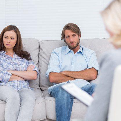 joven-pareja-pasando-por-terapia_13339-49301